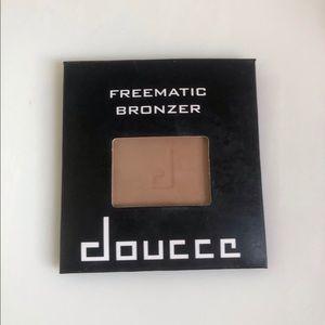 NEW Doucce Fremont Bronzer